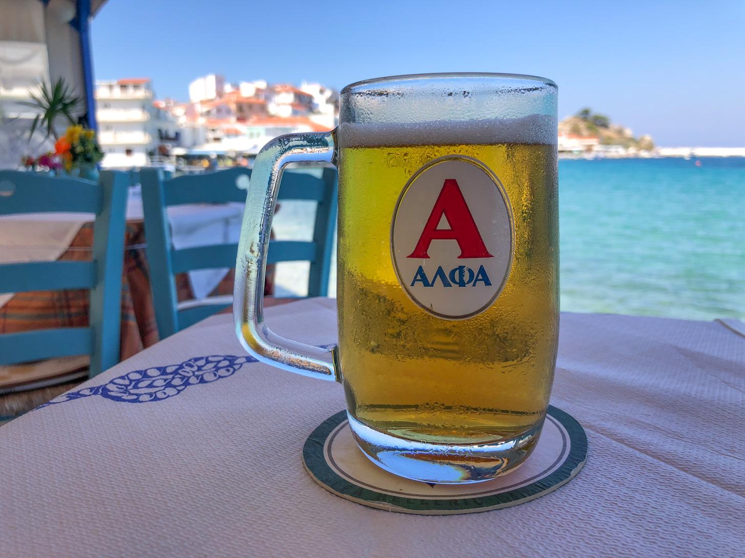 Een koel glas Alpha bier gaat er altijd wel in!